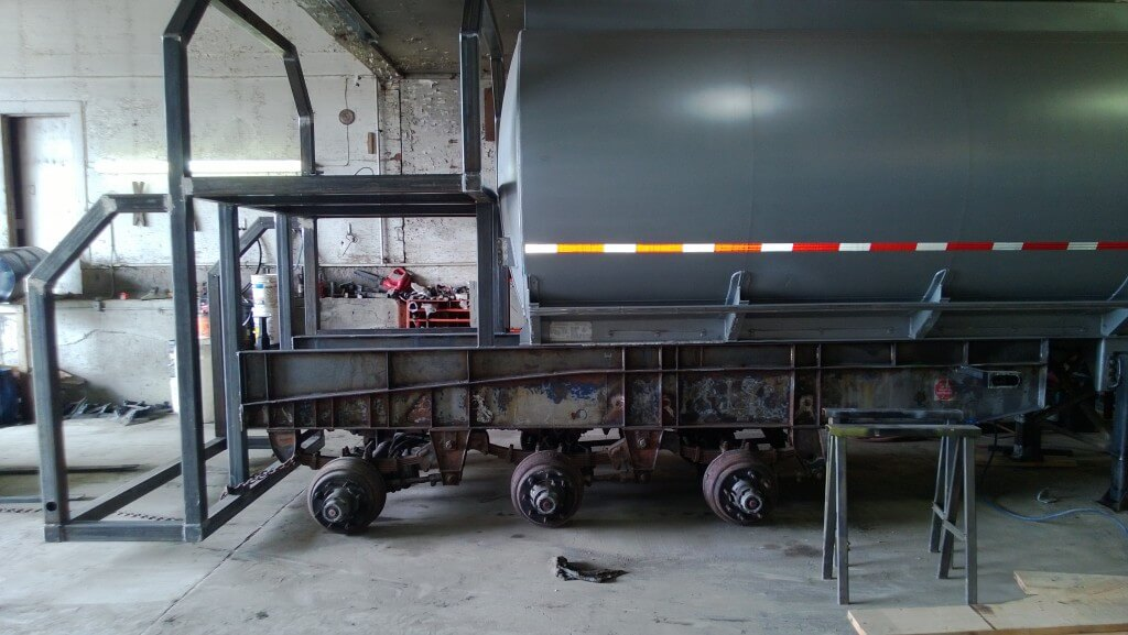 Mix Tanks on rear platform, bulk totes up top, small boxes in the middle. Blast and paint are next. #westcndag
